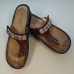 Brown leather Algeria sandals